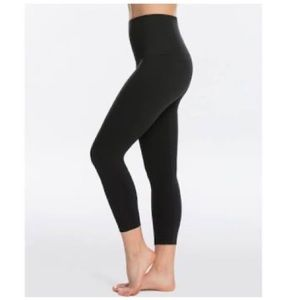 SPANX Look At Me Now Leggings Size XS Very Black
